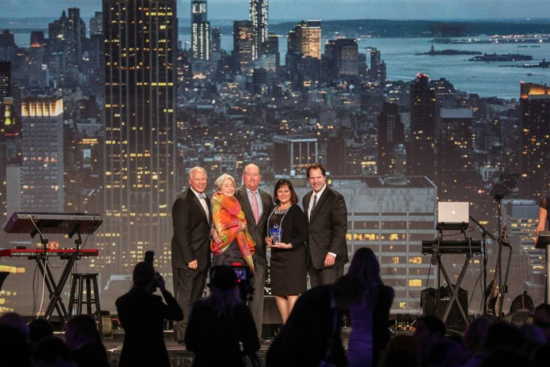 Michael Saunders Wins Hall of Fame Award at Leading Real Estate Companies of the World Conference