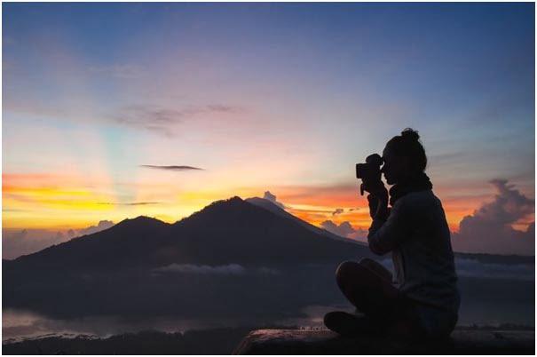 The Travel Vlogger Lifestyle