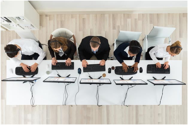 What Is a Hybrid Call Center & How Is It Different From Other Communication Hubs?