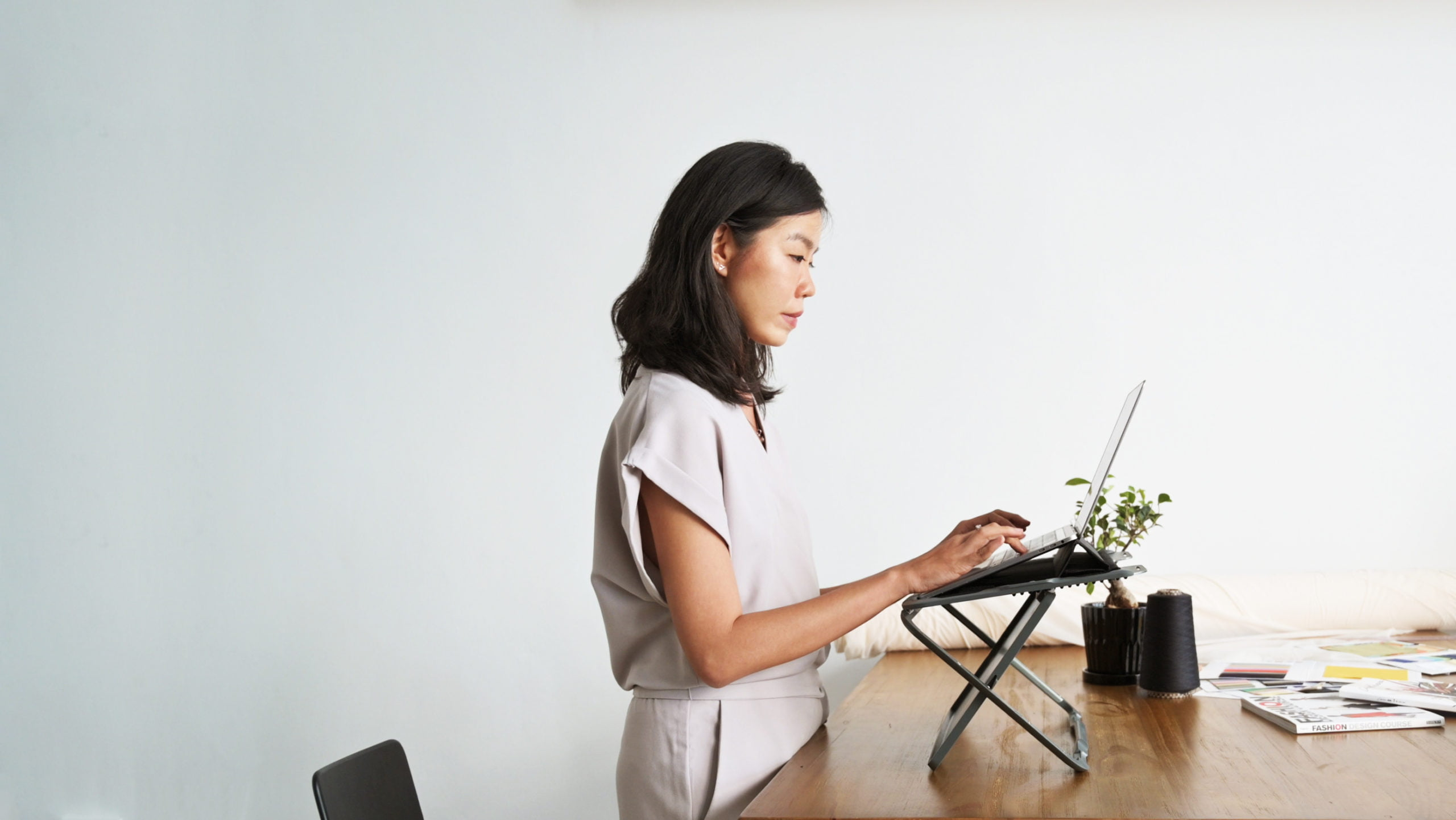 Redefining the Workspace in 2020 With Rizr – the World's First 2-in-1 Portable Standing Desk and Laptop Case