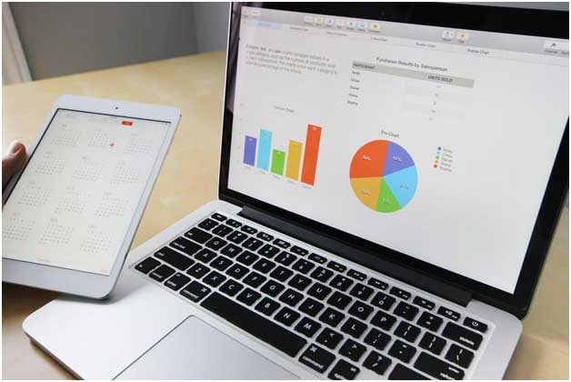 In-House Vs Outsourced Market Research – Which One Is Best for Your Business?