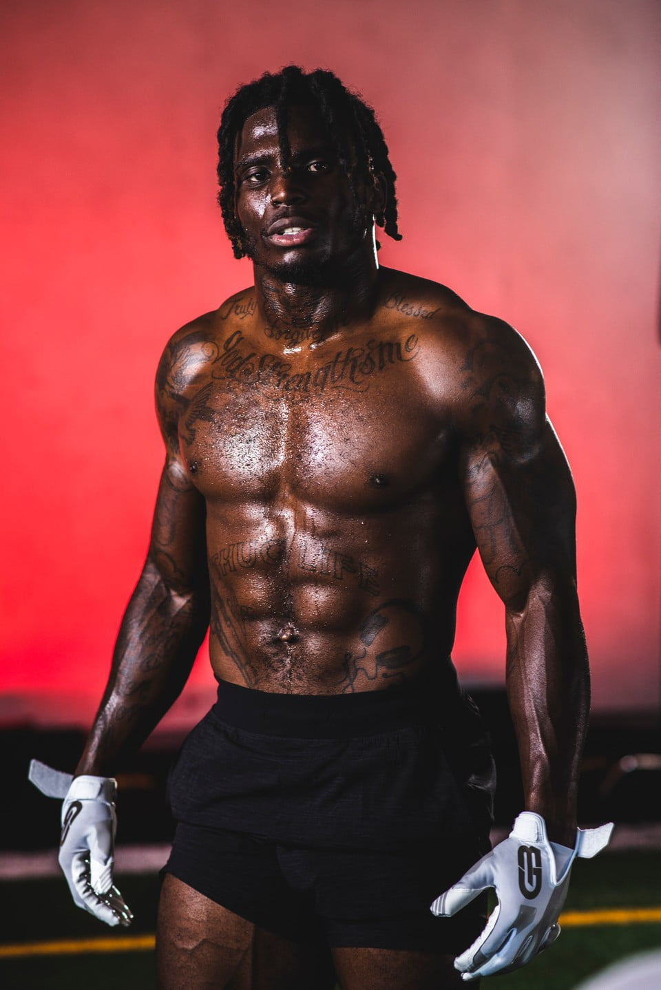 Tyreek Hill Agrees to Equity Deal With Football Glove Innovator, Grip Boost