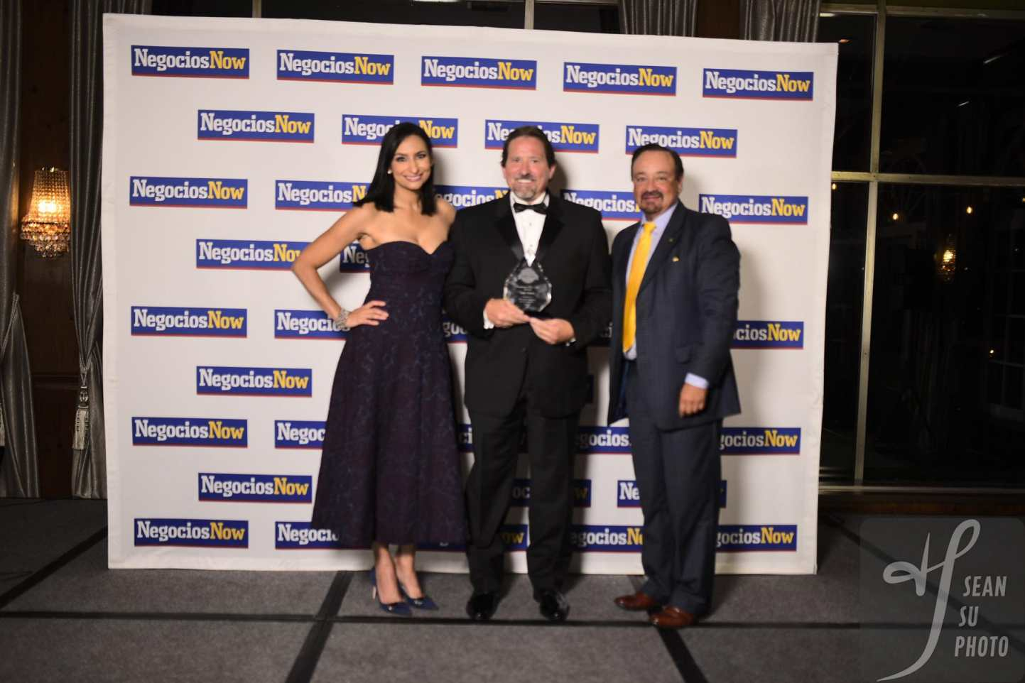 Negocios Now Honors Luis Toledo, CEO of Mid-West Moving & Storage with 2021 Business of The Year!